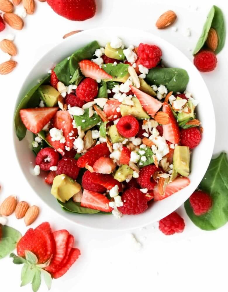 saladmenu berries and goat cheese with avocado and spinach 780x1000