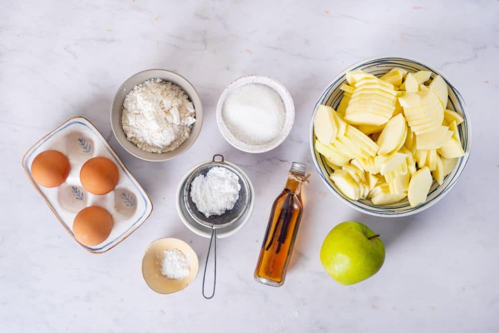 Apple Sharlotka Recipe (Russian Apple Cake)
